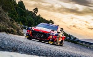 Thierry Neuville, ajeno a la lucha por el WRC, lidera el Rally RACC