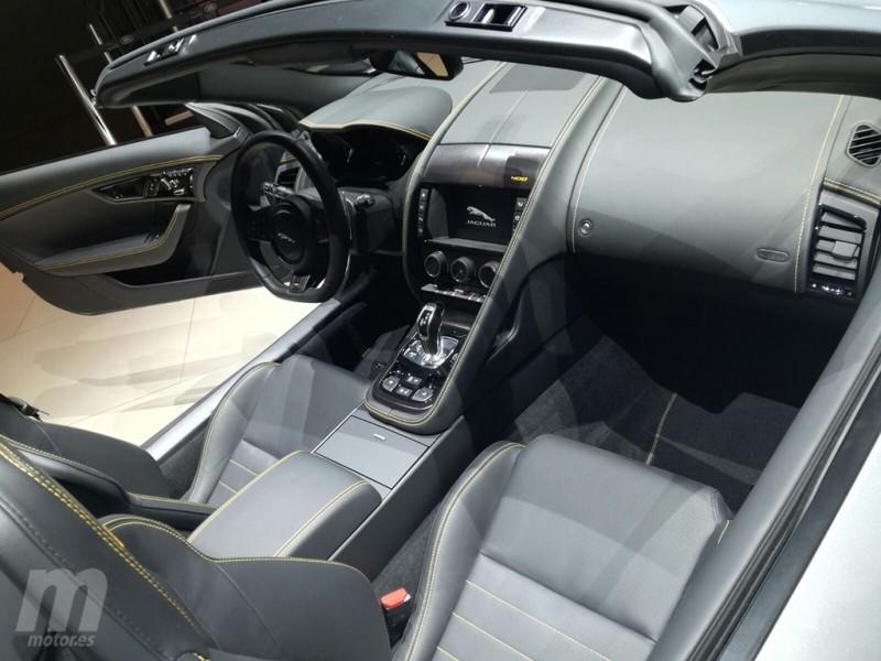 Jaguar F-Type 400 - interior